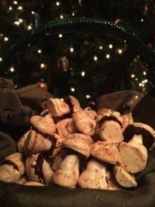 Vanilla and chocolate meringue mushroom cookies